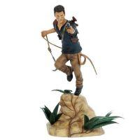 Uncharted 4: A Thiefs End - Nathan Drake figurka - 30 cm